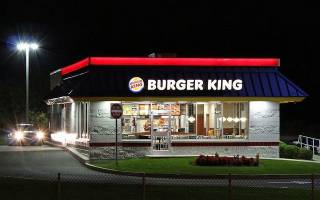 Бургер Кинг обеспечил больную собаку бесплатными бургерами до конца её жизни